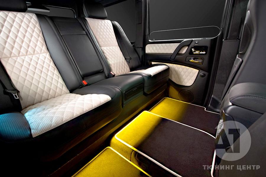 Комфортабельный диван в автомобиле. А1 Авто