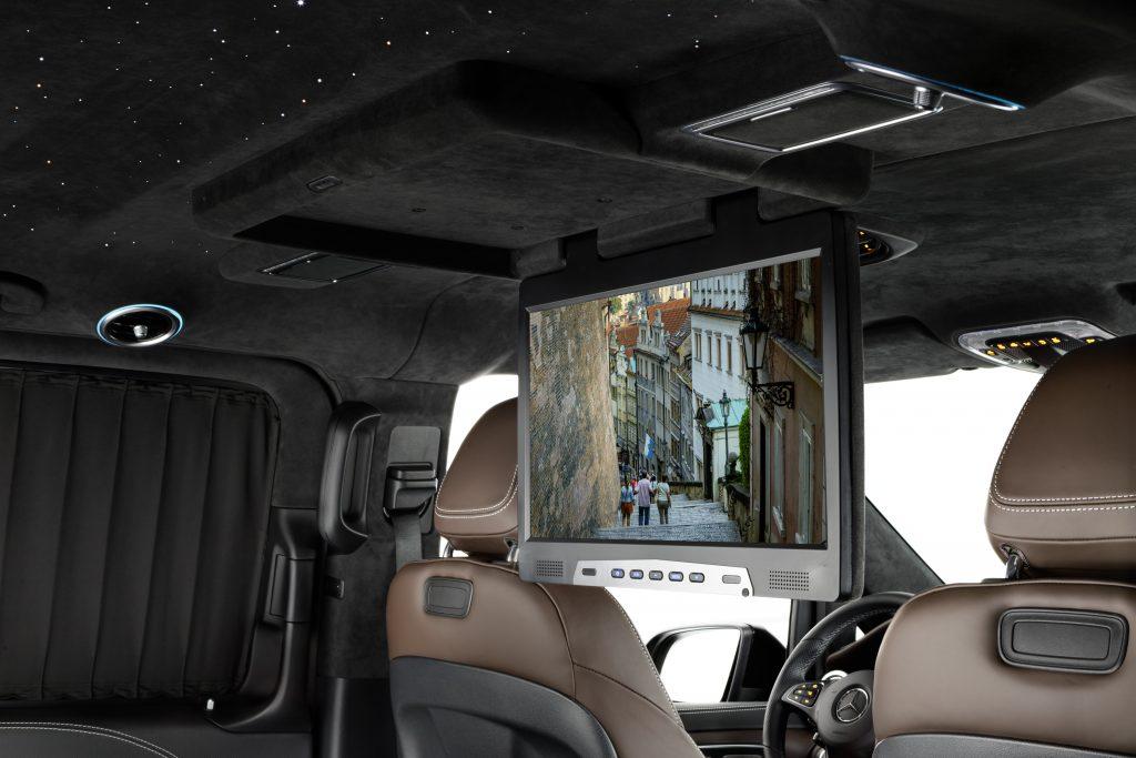 Установка потолочного монитора в авто.