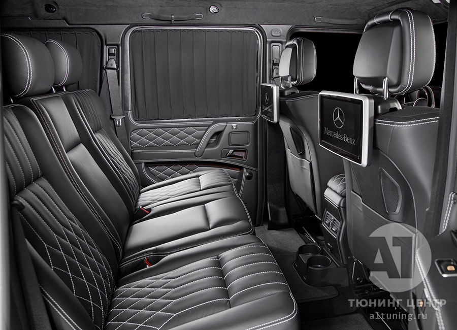 Комфортабельный диван в автомобиле. A1 Auto