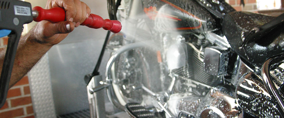 Бесконтактная мойка для мотоциклов. Фото