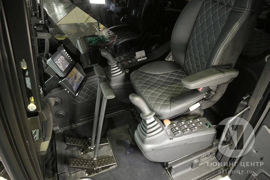 Тюнинг салона Экскаватора TX210 Black. Фото 8, А1 Авто