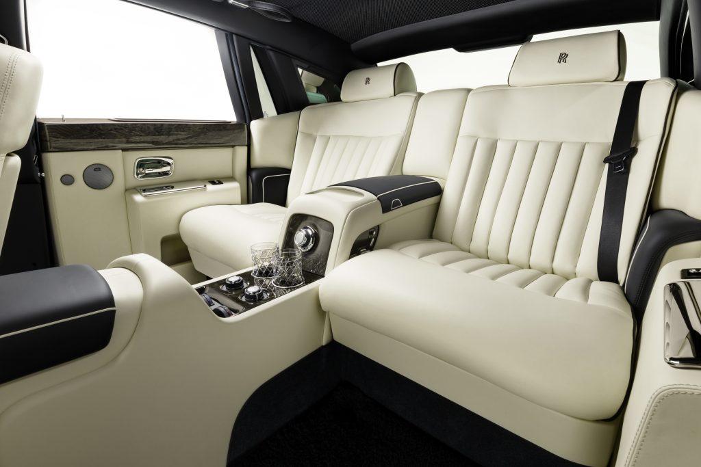 Консоли между креслами в автомобиль. А1 Авто