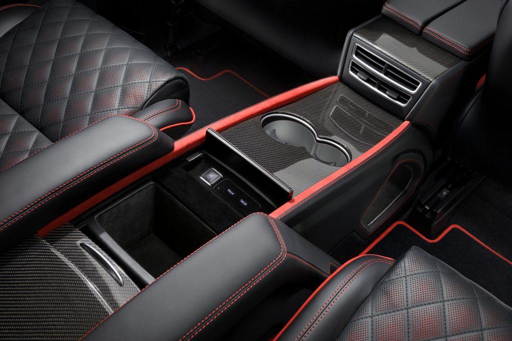 Контрастная строчка в салоне автомобиля, А1 Auto
