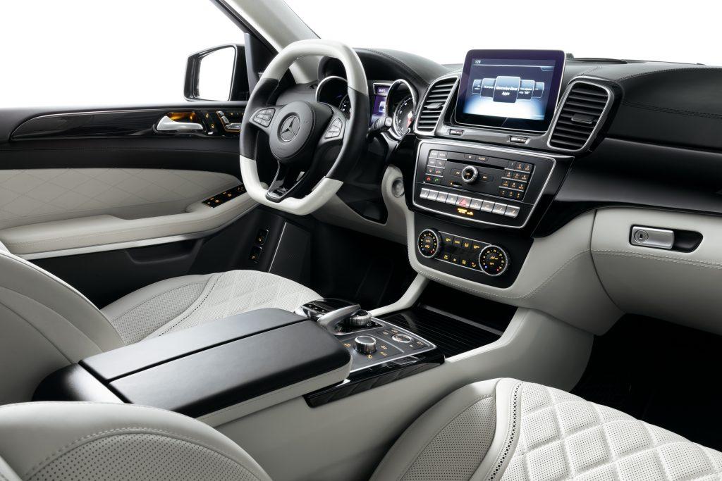 Консоли между креслами в авто. Фото 1. A1 Auto