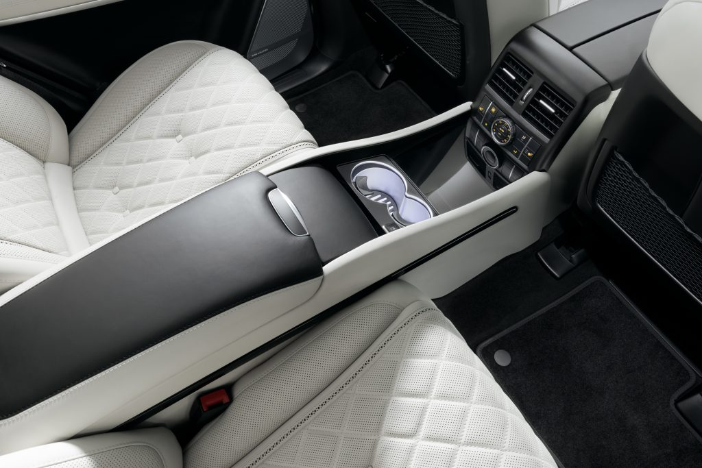 Консоли между креслами в авто.Фото. А1 Авто