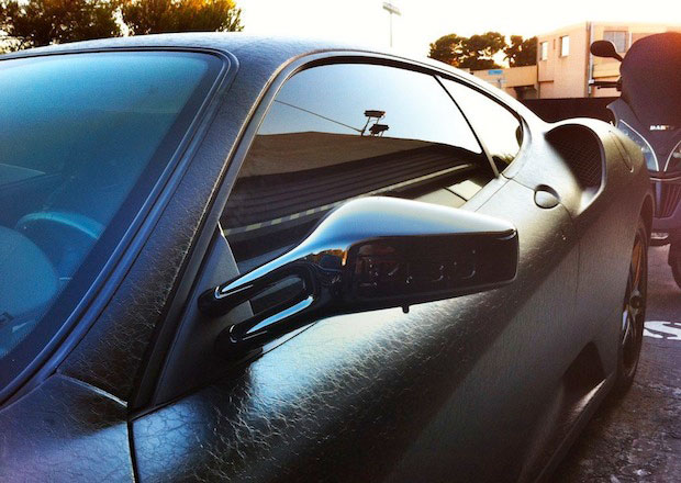 Оклейка карбоновой пленкой автомобиля